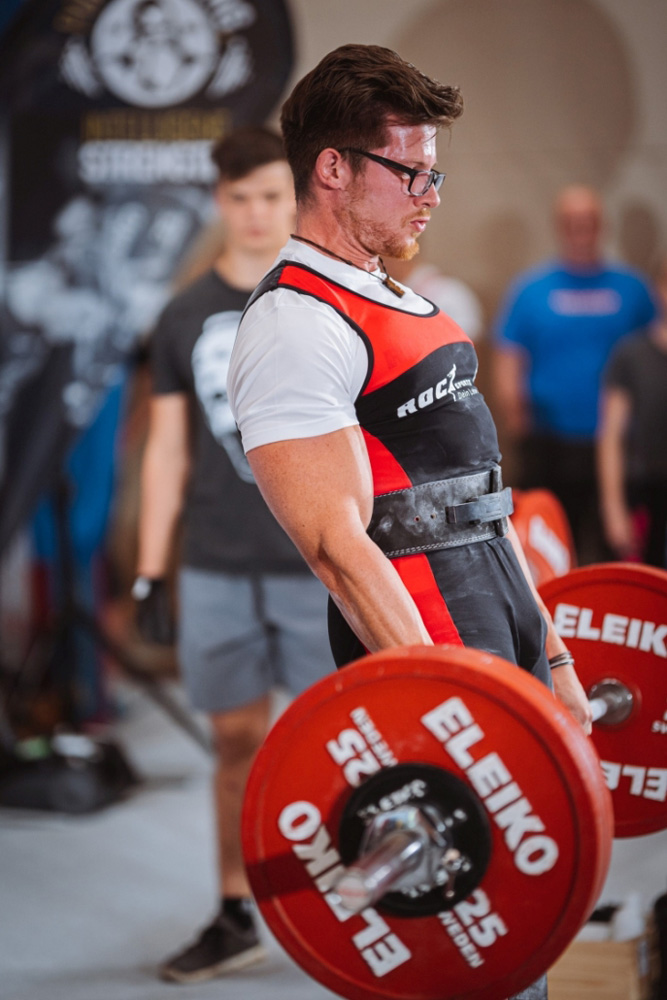 """Chris """"The ROC"""" beim Kreuzheben auf der Powerlifting Staatsmeisterschaft 2019 (Kraftdreikampf, ÖVK) Foto: Dedicated Sports"""